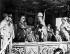 Gamal Abdel Nasser (1918-1970), homme d'Etat égyptien, accueillant les troupes de retour de mission au Yémen lors du défilé pour le 8ème anniversaire du retrait des troupes anglaises et françaises après l'invasion de Suez (1956). Port-Saïd (Egypte), 24 décembre 1964. © TopFoto / Roger-Viollet