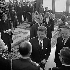 John Fitzgerald Kennedy, président des Etats-Unis, en visite officielle en France, accueilli par le général De Gaulle, dans le grand salon de l'aéroport de Paris. Orly (Val-de-Marne), juin 1961. © Roger-Viollet