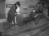 Balance dans le métro. Paris, janvier 1947.      © Roger-Viollet