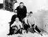 Le prince Rainier III de Monaco et la princesse Grace avec leurs enfants, Albert, Caroline et Stéphanie, aux Sports d'Hiver. Schoenried (Suisse), 31 décembre 1965. © TopFoto / Roger-Viollet