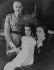 Le général Franco (1892-1975) et sa famille (sa femme Dona Carmen Polo de Franco et leur fille Carmencita), à Salamanque, lors du tranfert du Gouvernement de la Junte de Burgos dans cette ville, pendant la guerre d'Espagne (1936-1939). © Albert Harlingue / Roger-Viollet