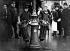Corbeilles à papiers dans une rue de Paris. 1907. © Jacques Boyer/Roger-Viollet