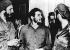 Che Guevara (Ernesto Rafael Guevara, 1928-1967), révolutionnaire cubain d'origine argentine, avec ses compagnons d'armes, dont Fidel Castro (gauche). © Ullstein Bild / Roger-Viollet