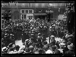 """Guerre 1914-1918. Le traité de Versailles, 28 juin 1919 : la Paix avec l'Allemagne est signée. La joie à Paris : un bal improvisé sur les marches de l'Opéra. Photographie parue dans le journal """"Excelsior"""" du dimanche 29 juin 1919. © Excelsior - L'Equipe / Roger-Viollet"""