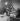 Famille de réfugiés après la guerre de 1939-1945. © Gaston Paris / Roger-Viollet