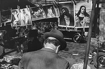 Flea market. Paris, circa 1936. © Gaston Paris / Roger-Viollet