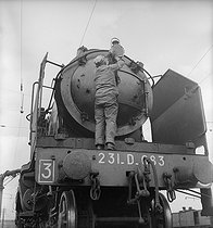 Mechanic of the SNCF, French railway company, maintaining his locomotive. France, 1947. © Roger Berson / Roger-Viollet