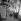 Les bouquinistes et la colonne Morris, quai Voltaire. Paris (XIème arr.), 1959. Photographie de Janine Niepce (1921-2007). © Janine Niepce/Roger-Viollet