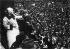Clara Zetkin (1857-1933), révolutionnaire allemande, députée communiste au Reichstag, prononçant un discours à une manifestation de masse du KPD (Parti Communiste allemand) au Lustgarten de Berlin. Allemagne, le 31 août 1921; © Albert Harlingue / Roger-Viollet