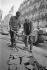 Ouvriers immigrés nord-africains travaillant dans le bâtiment. Paris, 1972. © Georges Azenstarck / Roger-Viollet