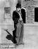 """A dog's life"" (""Une vie de chien""). Film muet de Charlie Chaplin. 1918.  © Neurdein/Roger-Viollet"