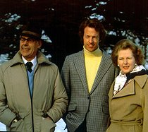 Mark Thatcher (né en 1953), coureur automobile britannique, posant avec ses parents, Margaret Thatcher (1925-2013) et Denis Thatcher (1915-2003), janvier 1982. © TopFoto / Roger-Viollet