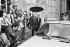 Lech Walesa (né en 1943), homme politique et syndicaliste polonais, et chef du syndicat Solidarnosc (en voiture), reçu à Matignon par Pierre Mauroy (1928-2013), Premier ministre. Paris (VIIIème arr.), 20 octobre 1981. © Jean-Régis Roustan / Roger-Viollet