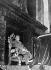 Francisco Franco (1892-1975), homme d'Etat espagnol, assis sur son trône. San Lorenzo de El Escorial (Espagne), 28 février 1957. © Ullstein Bild / Roger-Viollet