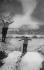 Concours de ski à Chamonix. Saut de tremplin à deux (Haute-Savoie), vers 1925. © Albert Harlingue/Roger-Viollet
