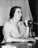 Golda Meir (1898-1978), femme politique israélienne, lors d'une conférence de presse à l'ambassade d'Israël de Kensington (Angleterre), 11 août 1958. © TopFoto / Roger-Viollet