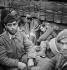 Guerre d'Espagne (1936-1939). Soldats espagnols se réfugiant en France, février 1939. © Gaston Paris / Roger-Viollet