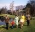 La famille royale britannique. De g. à dr.: le duc Philip d'Edimbourg, le prince Edward, la reine Elisabeth II, le prince Andrew, la princesse Anne et le prince Charles. Windsor (Angleterre), Frogmore House, 21 avril 1968. © PA Archive / Roger-Viollet
