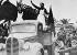 Guerre d'Espagne 1936-1939. Entrée des franquistes dans une ville, en 1938. © Roger-Viollet