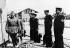 Francisco Franco (1892-1975), homme d'Etat espagnol, inspectant l'équipage d'un navire de guerre après la conquête de la ville portuaire de Vinaroz. Espagne, 8 juin 1937. © Ullstein Bild / Roger-Viollet