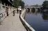 View of the banks of the rives Seine near the Pont-Neuf, Port des Grands-Augustins. Paris (VIth arrondissement), August 1964. Photograph by Gösta Wilander (1896-1982). Paris, musée Carnavalet. © Gösta Wilander / Musée Carnavalet / Roger-Viollet