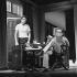 """""""Le piège"""" de Ira Levin. Adaptation par Jean Cau. Stéphane Jobert et Robert Hirsch. Paris, théâtre Edouard VII, octobre 1979. © Angelo Melilli/Roger-Viollet"""