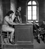 Madame Bouchemousse, une des premières femmes nommée maire de France par le sous-préfet. Vigeois (Corrèze), 1943-1944. © Gaston Paris / Roger-Viollet