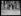 """Guerre 1914-1918. Première séance du comité de guerre interallié à Versailles (Yvelines), le 1er décembre 1917. Mr Lloyd George et les membres de la mission britannique se promènent boulevard de la Reine. Photographie parue dans le journal """"Excelsior"""" du dimanche 2 décembre 1917.  © Excelsior – L'Equipe/Roger-Viollet"""