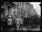 """Guerre 1914-1918. """"L'ovation de Paris au général Pershing"""" : à l'Hôtel Crillon, la foule acclame le commandant en chef du corps expéditionnaire américain. Paris (VIIIème arr.), 13 juin 1917. © Excelsior – L'Equipe/Roger-Viollet"""