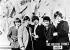 Les membres de The Rolling Stones, groupe vocal britannique. De g. à dr. : Brian Jones, Charlie Watts, Keith Richards, Bill Wyman et Mick Jagger. Londres (Angleterre), 22 mai 1964. © TopFoto / Roger-Viollet