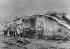 Guerre 1914-1918. Soldats allemands posant devant un char d'assaut britannique Mark IV détruit au cours de la première bataille de Cambrai. Fontaine-Notre-Dame, environs de Cambrai (Nord), décembre 1917. © Ullstein Bild/Roger-Viollet