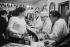 """Tenancière et forts des Halles au comptoir du bar """"A la Tour de Montlhéry"""", bistrot des Halles. Paris (Ier arr.), 1967. Photographie de Jean Marquis (né en 1926). © Jean Marquis / Roger-Viollet"""