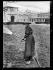 """Guerre 1914-1918. """"Les nouveaux métiers des femmes depuis la guerre"""" : jardinière dans un square parisien. Paris, juin 1917. © Excelsior – L'Equipe/Roger-Viollet"""