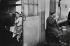 L'heure du thé. Londres (Angleterre), 1958. © Jean Mounicq/Roger-Viollet