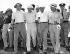 Tournoi de golf au Woodmont Country Club. De g. à dr. : Omar Bradley, général américain, Bob Hope, acteur américain d'origine anglaise, le vice-président Richard Nixon et Robert A. McClure, général américain. Rockville (Maryland, Etats-Unis), 1953. © Underwood Archives/The Image Works/Roger-Viollet