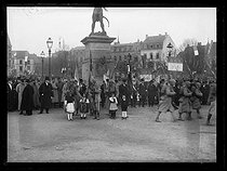 World War I. Entrance of the French troops in Colmar (France), on November 22, 1918. Flags in front of the statue of Jean Rapp (1772-1821), French General. © Excelsior – L'Equipe/Roger-Viollet