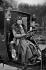 Madame Decourcelle, première femme possédant ses deux diplômes de cochère et de chauffeur automobile. 1908. © Neurdein/Roger-Viollet