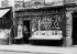 Guerre 1914-1918. Protection des vitrines contre les bombardements. Editeur de musique, rue Saint-Placide. Paris (VIème arr.), 1918. © Jacques Boyer / Roger-Viollet