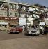 Automobiles Mercedes 180 et Mercedes cabriolet 190. Hong Kong. Années 1960.  © Ray Halin/Roger-Viollet