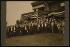 """Theodore Roosevelt (1858-1919), homme d'Etat américain, entouré de membres du """"Notification Committee"""", dans sa maison de campagne de Sagamore Hill. Oyster Bay (Etat de New York, Etats-Unis), 1904. © The Image Works / Roger-Viollet"""