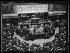 """""""La communication du traité de Versailles au Palais-Bourbon"""", le 30 juin 1919. Georges Clemenceau, président du Conseil, dépose à la tribune le projet de ratification du traité. Photographie parue dans le journal """"Excelsior"""" du mardi 1er juillet 1919. © Excelsior - L'Equipe / Roger-Viollet"""