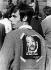 Jeune homme portant un portrait de Martin Luther King (1929-1968), pasteur américain, pendant une manifestation des Black Panthers. New York (Etats-Unis), 1969. Photo : Martin Benjamin. © Martin Benjamin / The Image Works / Roger-Viollet