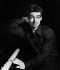 Yves Montand (1921-1991), acteur et chanteur français. Paris,  juin 1946. © Boris Lipnitzki / Roger-Viollet