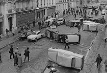 """Events of May-June 1968. Overturned cars used as barricades by students during the """"Night of the barricades"""", at rue Gay-Lussac. Paris (Vth arrondissement), on May 11, 1968. Photograph by Michel Robinet, from the collections of the French newspaper """"France-Soir"""". Bibliothèque historique de la Ville de Paris. © Michel Robinet / Fonds France-Soir / BHVP / Roger-Viollet"""