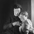 Vieille femme et son petit-fils. France, vers 1935. © Gaston Paris / Roger-Viollet