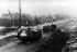 Guerre 1914-1918. Bataille de Cambrai. Soldats allemands près d'un char Mark IV britannique, abandonné après la contre-offensive de l'armée allemande. Fontaine (Oise), 20 novembre - 5 décembre 1917. © Ullstein Bild/Roger-Viollet