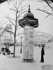 Colonne Morris, place Denfert-Rochereau. Paris (XIVème arr.), vers 1910. © Roger-Viollet