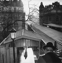 The elevated railway. Paris, 1980. © Jean-Pierre Couderc/Roger-Viollet