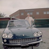 Enzo Ferrari (1898-1988), pilote automobile et industriel italien, devant le siège de son usine. Maranello (Italie). © Gianfranco Moroldo / Alinari / Roger-Viollet