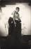 Foujita (1886-1968), peintre français d'origine japonaise, dans son atelier. Paris, vers 1925.  © Boris Lipnitzki/Roger-Viollet